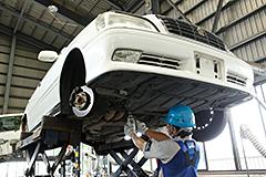 廃自動車リサイクル 自動車リサイクルシステム 手作業による解体作業