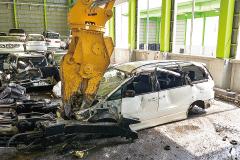 廃自動車リサイクル 自動車リサイクルシステム ニブラ(重機)解体作業